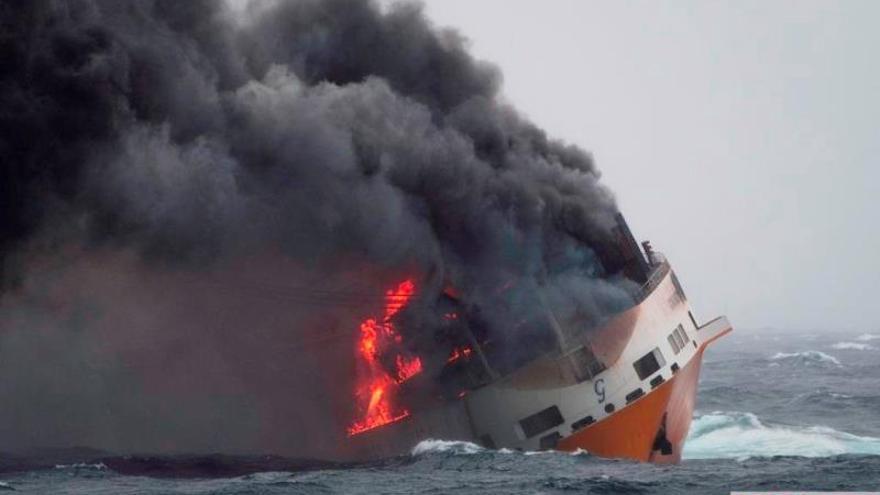 Un barco italiano naufraga frente a las costas galas