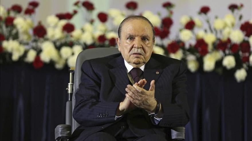 Buteflika dice que Argelia está preparada para una revisión constitucional