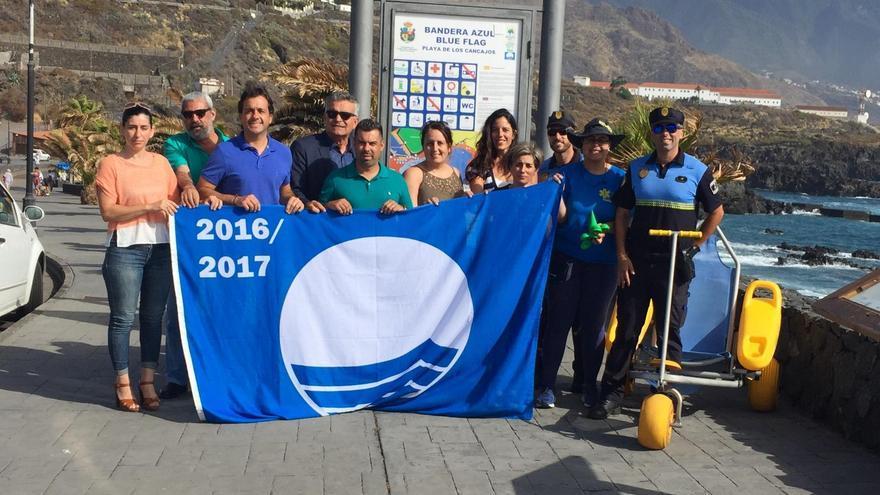 En la imagen, acto de izado de la Bandera Azul en la playa de Los Cancajos (Breña Baja).