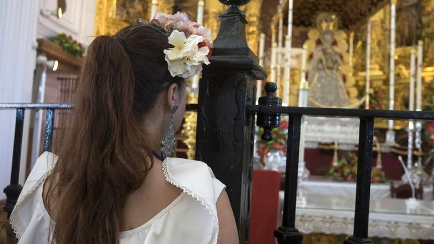 Almonteños saltaron la reja a las 3:28, dando comienzo procesión de la Virgen