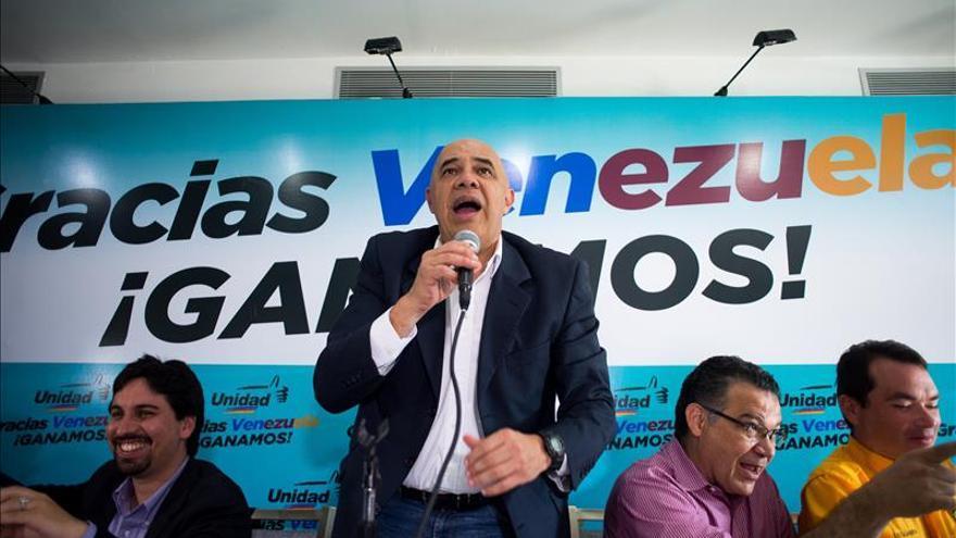 La oposición hace planes con el poder mientras el chavismo busca culpables