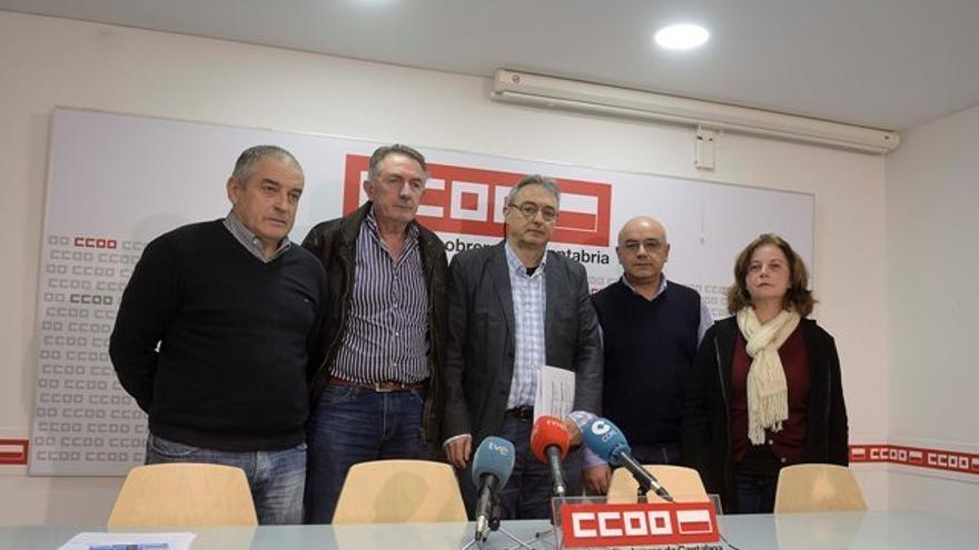 Jesús Villar, Jesús Gallo y representantes de CCOO en Tinamenor. | Pedro Puente Hoyos