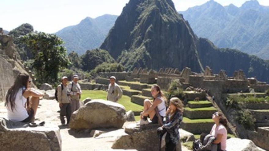 Turistas visitando Machu Picchu.