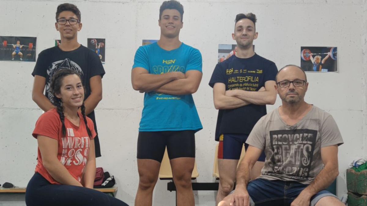 Miembros del Club Amigos de la Halterofilia de Aguilar