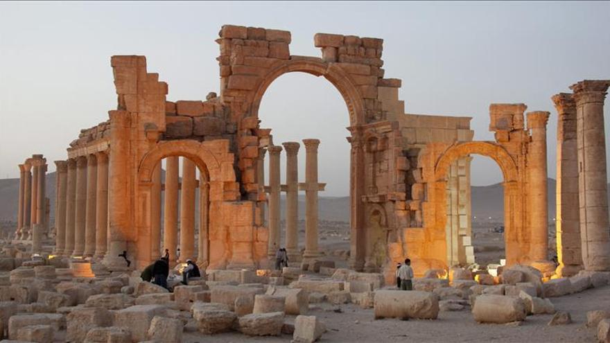 El Arco del Triunfo de Palmira destruido por el Estado Islámico en Siria