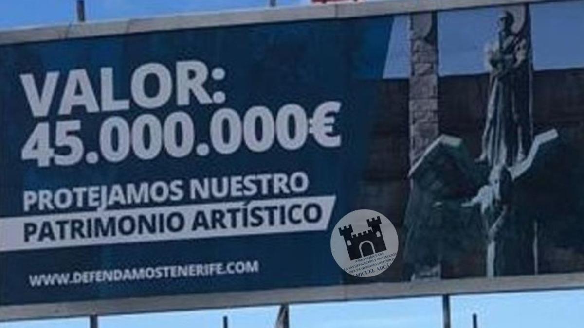Cartel en defensa del monumento a Franco en Santa Cruz de Tenerife