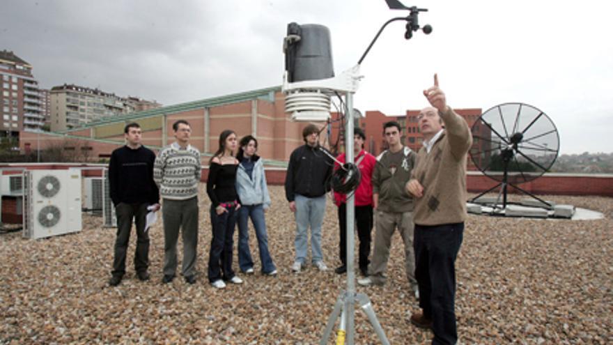 Personal del IFCA dentro de una actividad enmarcada en la Semana de la Ciencia.