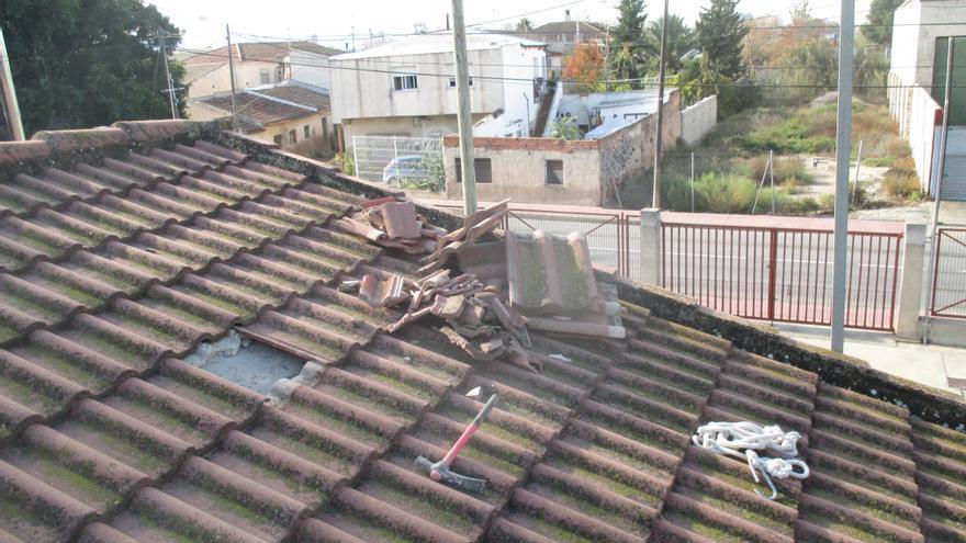 Tejados rotos en el colegio situado en el barrio de María Auxiliadora