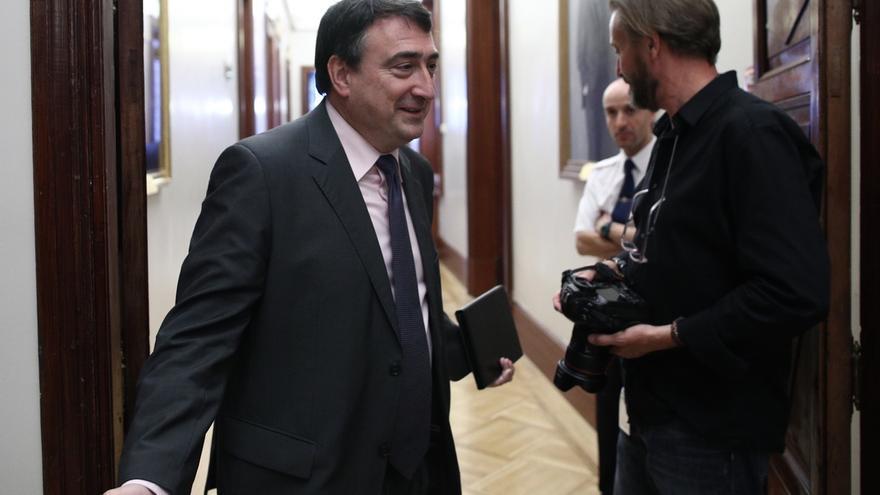 Santamaría se reúne este martes en el Congreso con el portavoz del PNV para hablar de Presupuestos