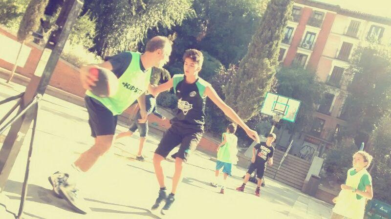 Baloncesto en la plaza del Dos de Mayo   SOMOS MALASAÑA