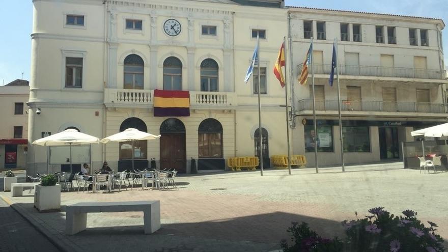 Al menos nueve ayuntamientos de la provincia de Valencia exhiben  banderas republicanas