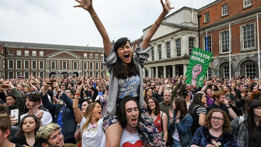 Manifestantes celebran el resultado del referéndum irlandés © Jeff J Mitchell/Getty Images