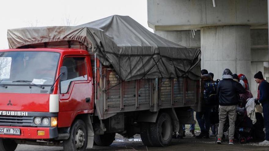 Continúa la tensión en la frontera griega con nuevas llegadas de migrantes