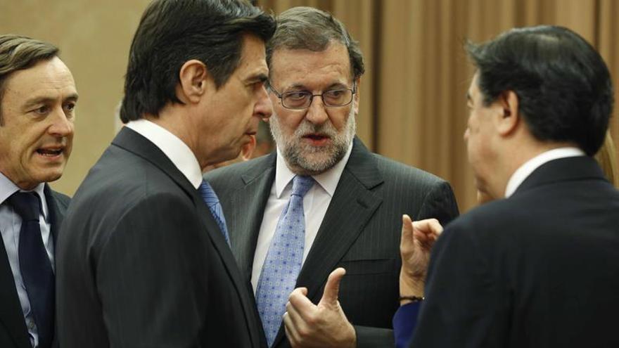 José Manuel Soria junto a Mariano Rajoy, en la sesión constitutiva del Congreso. FOTO: EFE.