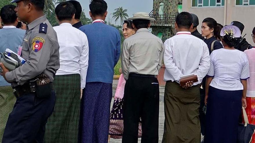 Suu Kyi hace la primera visita al conflictivo oeste de Birmania