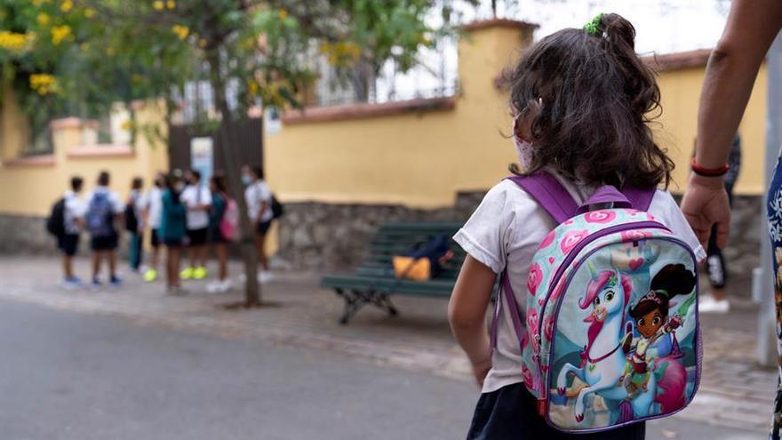 Educación cierra 23 aulas de los 13.000 del Archipiélago por casos de COVID-19 y constata 54 estudiantes positivos