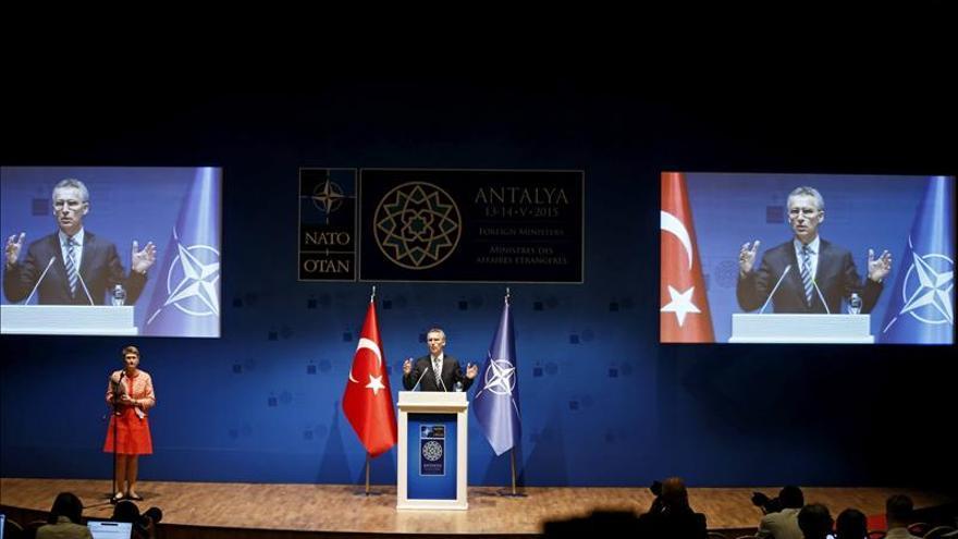 La OTAN decide extender su presencia en Afganistán y sigue preocupada por Ucrania