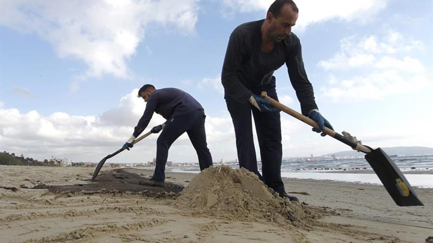 Finaliza la limpieza de los restos del vertido de crudo en Algeciras