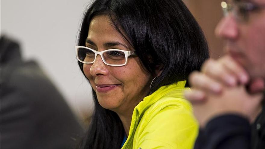Ministra venezolana pide a periodistas presentar pruebas sobre agresiones
