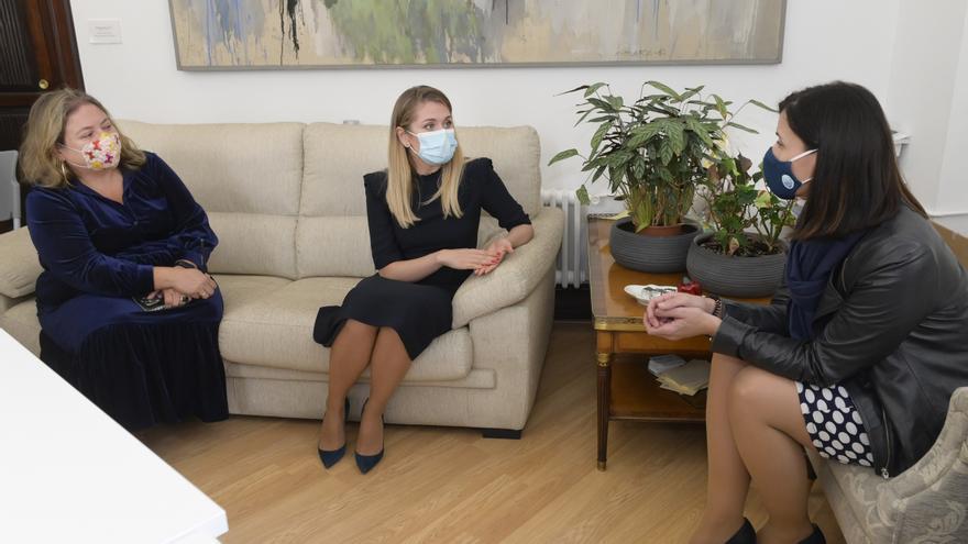 Reunión entre el Ayuntamiento de Santander y la embajadora de Moldavia