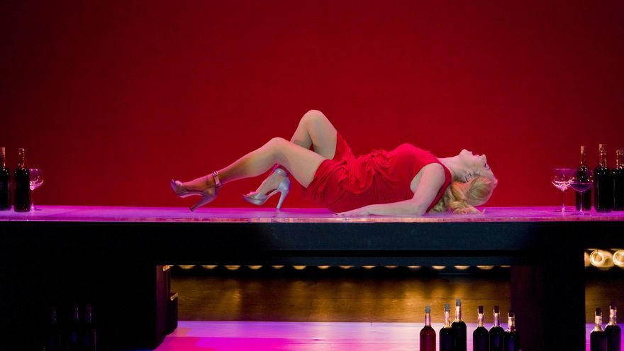 La actriz Carmen Manchi representando la obra 'Juicio a una zorra', que acogerá el festival