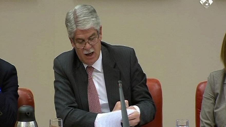 """Dastis dice que los gibraltareños tendrán más """"inconvenientes"""" tras el Brexit, pero no prevé cambios en la Verja"""