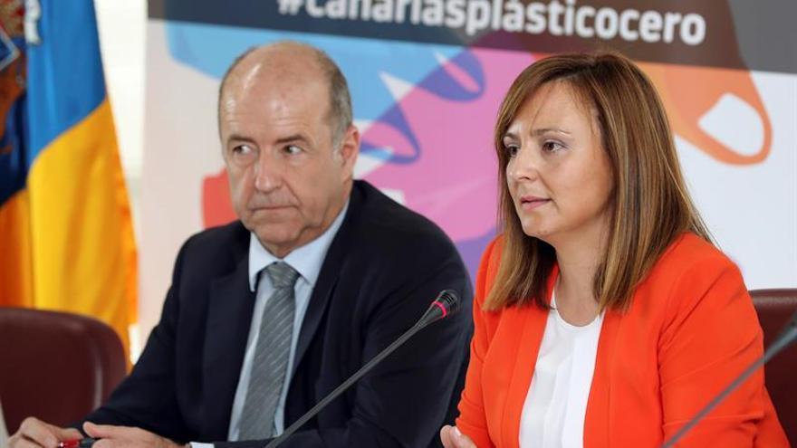 Los consejeros de Sostenibilidad y Economía del Gobierno canario, Nieves Lady Barreto y Pedro Ortega