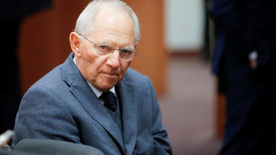 Schäuble advierte de que el plan de estímulo de la CE implica violar los límites de déficit