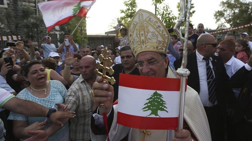 El rey saudí recibe por primera vez al patriarca libanés, en medio de la crisis
