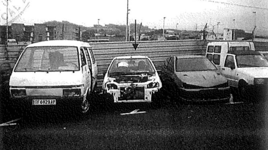 Algunos de los coches que la Policia considera desguazados para su venta por piezas.