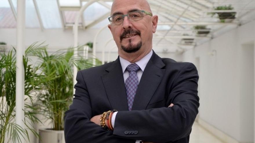 Archivo - El diputado del PP César Pascual, en el Parlamento