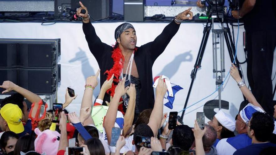 El grupo cubano Orishas durante el concierto que ofrece hoy en el Carnaval de Santa Cruz de Tenerife