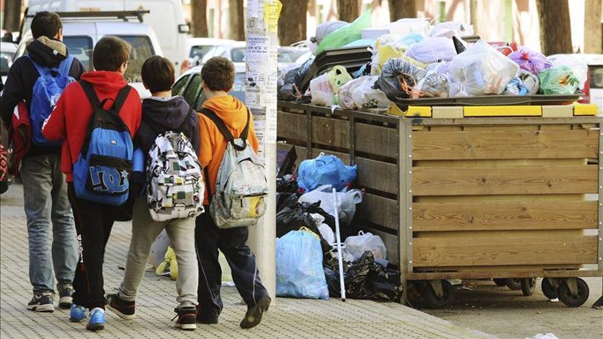 Más de 1.500 toneladas de basura se acumulan en las calles de Sevilla