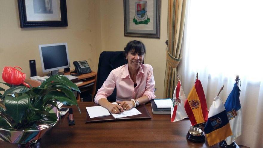 La nueva alcaldesa de Tijarafe, Jenny García Cáceres, este lunes, en sus despacho.