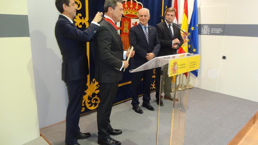 El Ministerio de Justicia condecora al magistrado pamplonés Miguel Azagra por su trayectoria profesional