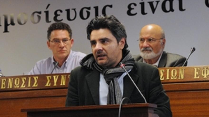 Manolis Kypreos, periodista griego que perdió el oido como resultado de una acción policial cuando estaba cubriendo una manifestación en Atenas. © Grigoropoulos Giorgios