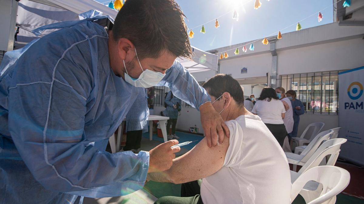 PAMI continúa con la inmunización en las jurisdicciones más comprometidas por el coronavirus.