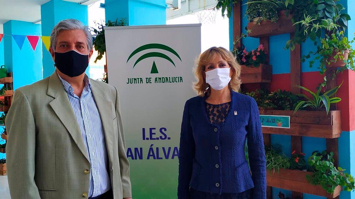 Troncoso visita el IES San Álvaro.
