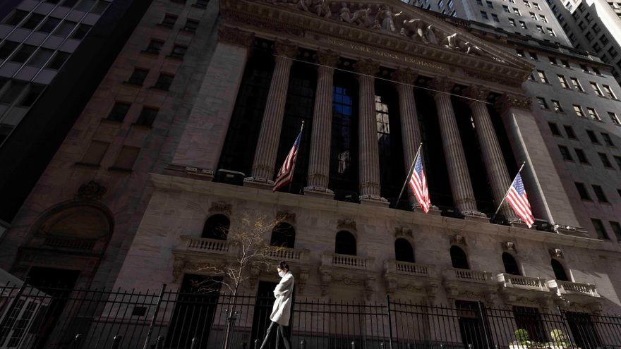 Wall Street abre mixto, pendiente del juicio político a Trump