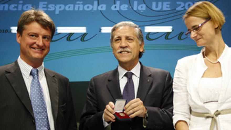 Olivier Chastel, López Garrido y Enikö Györi