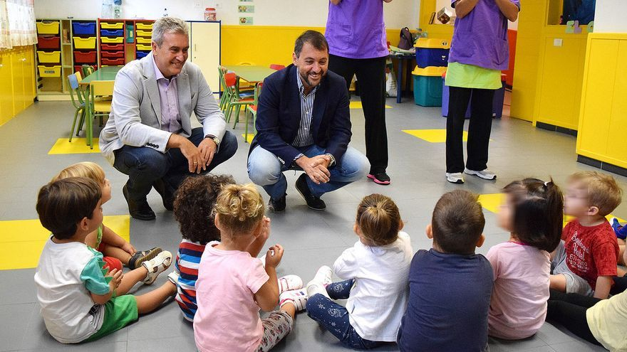 José Manuel Bermúdez durante la visita a las escuelas infantiles