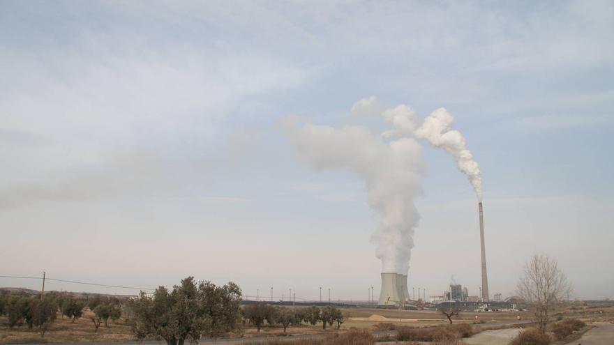 Buena parte de la producción energética de Aragón se realiza en centrales como la de Andorra, alimentadas por carbón.