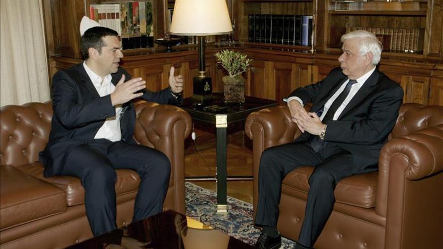 Grecia podrá aflojar en 2016 las medidas fiscales al mejorar sus previsiones económicas