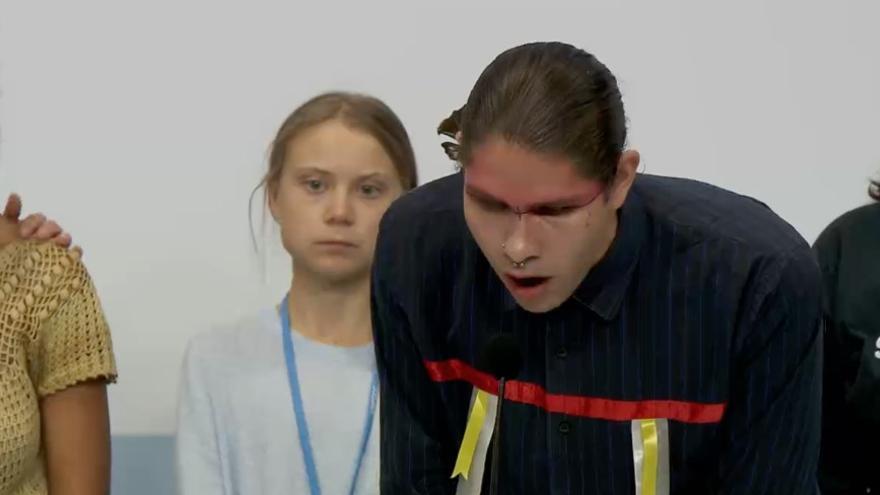 Uno de los representantes indígenas que participó en la rueda de prensa de Fridays for Future con Greta Thunberg.