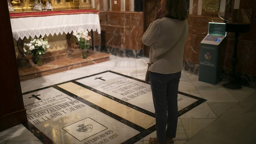La tumba de Gonzalo Queipo de Llano, militar fascista, en el interior de la basílica de la Macarena.