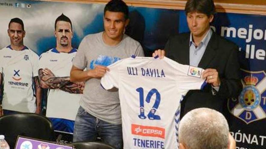 Uli Dávila, en su presentación con el CD Tenerife.