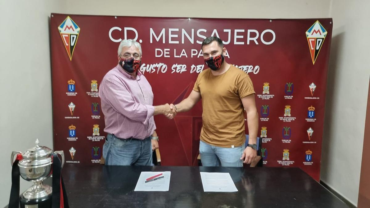 Yurguen Hernández, en su renovación con el Mensajero