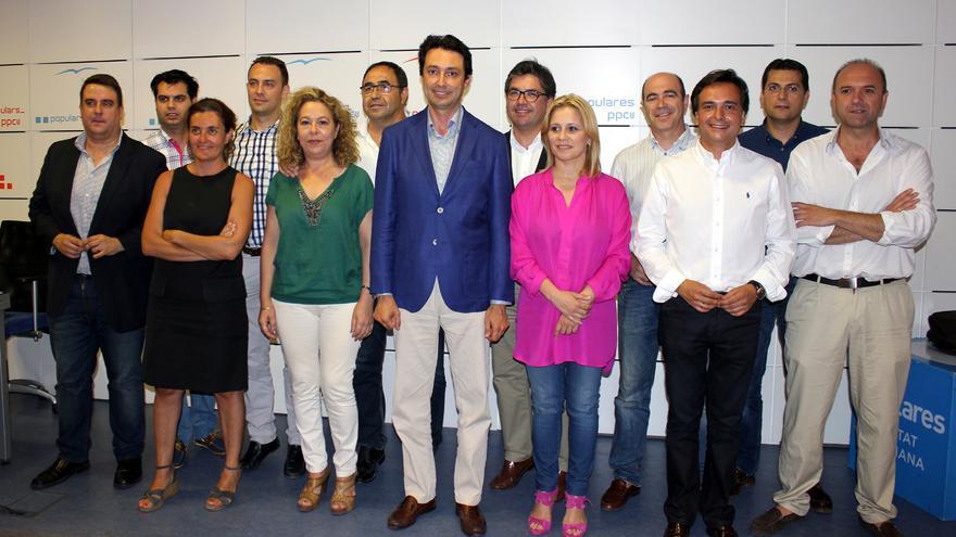 El presidente provincial del PP, Vicente Betoret, junto a los diputados provinciales populares