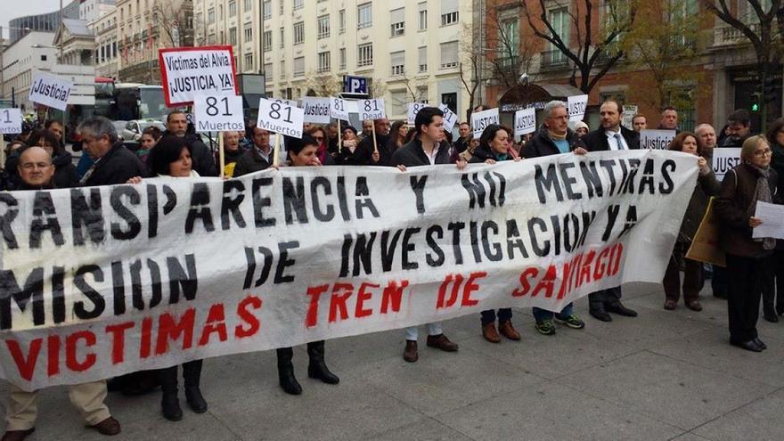 Primera movilización de las víctimas ante el Congreso para reclamar la investigación, en diciembre de 2013