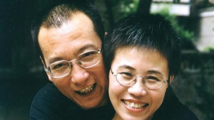 Liu Xiaobo y su mujer Liu Xia, agosto de 2001.© Private